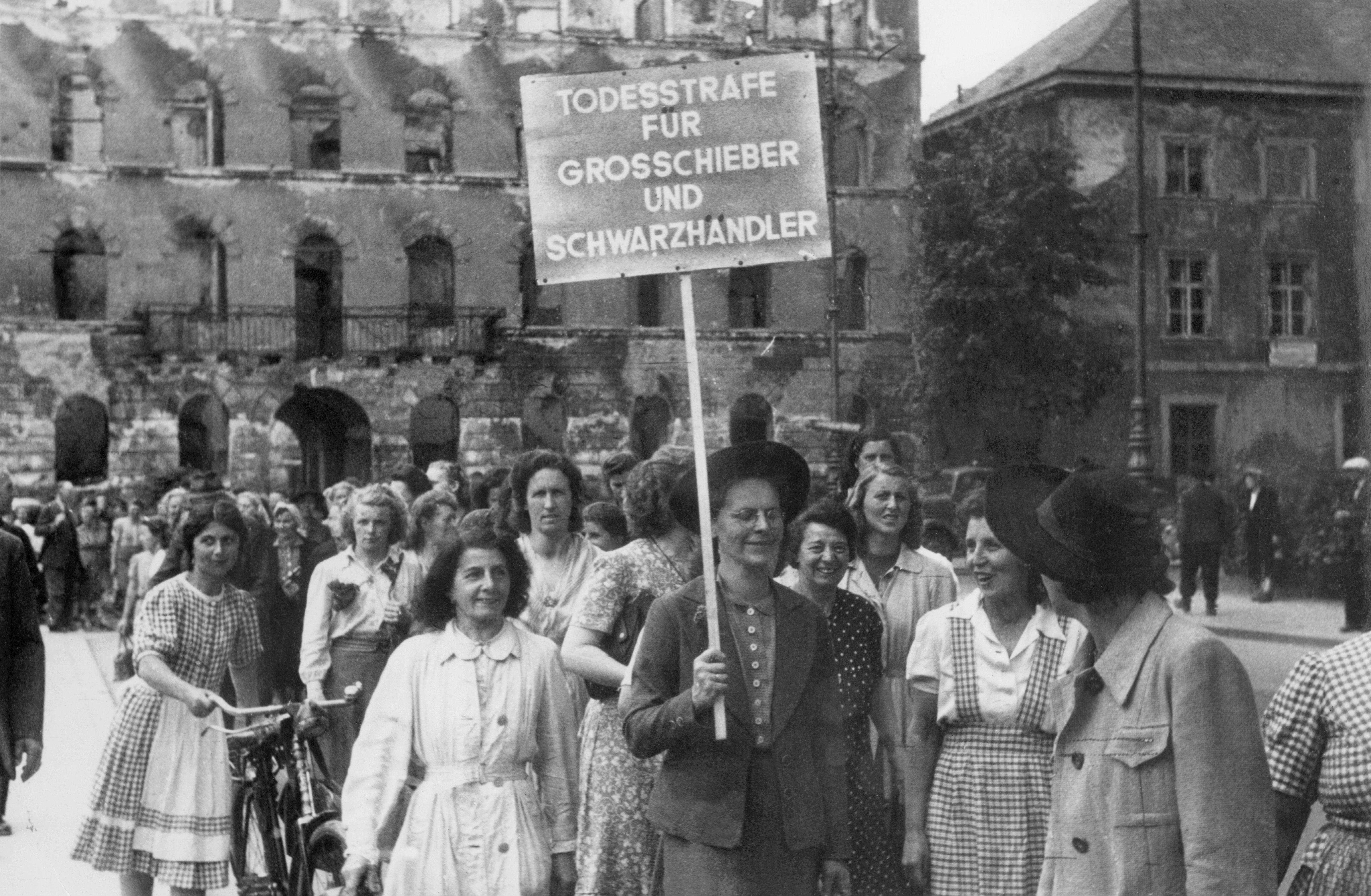 Frauen Nach Dem 2. Weltkrieg